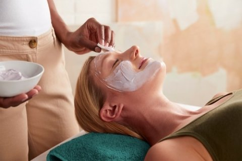 60-Min Hydrating Facial or 45-Min Chemical Peel ($39), or 1 ($49) or 3 Sessions of 90-Min...